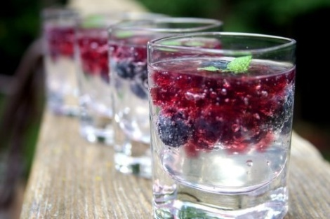 {Vodka Soda With Berries}